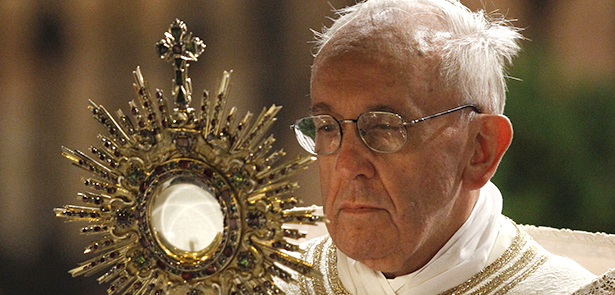 Pope+Francis+carries+a+monstrance+holding+the+Blessed+Sacrament+during+the+Corpus+Christi+observance+May+30+in+Rome.+%28CNS+photo%2FPaul+Haring%29++%28May+30%2C+2013%29+See+POPE-CORPUSCHRISTI+May+30%2C+2013.